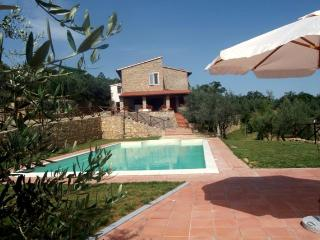 Tuscany Villa with Four Bedrooms all with En Suite Baths - Podere della Fraternita - Civitella in Val di Chiana vacation rentals