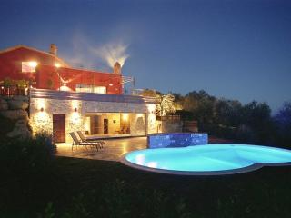 Tranquility, Stunning Views, Excellent Location, Outdoor and Indoor Pools - Villa Due Specchi - Ramazzano vacation rentals