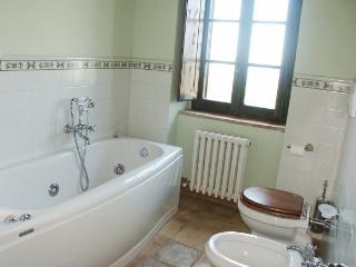 Self-Catering Accommodation on Tuscany and Umbria Border - Villa Fontana - Tuoro sul Trasimeno vacation rentals
