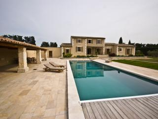 Villa for Family or Friends near Avignon with Heated Pool - Villa Veronique - Althen-des-Paluds vacation rentals