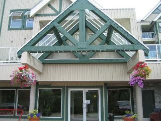 Private top floor end unit,big hot tub in lodge,free parking/internet - Whistler vacation rentals