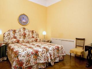 Florence Vacation Accommodation - Piazza Santa Croce - Donatello - Florence vacation rentals