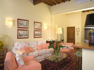 Short Term Apartment Florence - Piazza Santa Croce - Gaddi - Vinci vacation rentals
