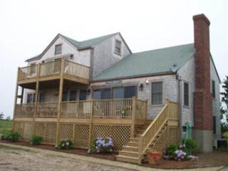 Comfortable 4 Bedroom & 3 Bathroom House in Nantucket (3637) - Image 1 - Nantucket - rentals
