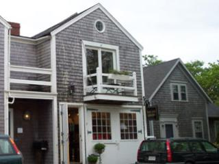 Gorgeous House with 1 Bedroom/1 Bathroom in Nantucket (7498) - Image 1 - Nantucket - rentals