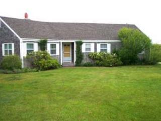 3 Bedroom, 2 Bathroom House in Nantucket (7977) - Image 1 - Nantucket - rentals