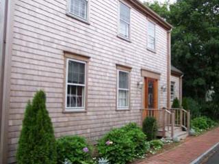 5 Bedroom 5 Bathroom Vacation Rental in Nantucket that sleeps 10 -(8947) - Image 1 - Nantucket - rentals