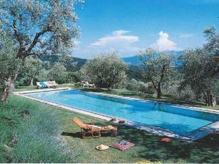 Walk to the town of Lucca from this 18th century farmhouse on 40 acres. BRV SAN - Lucca vacation rentals
