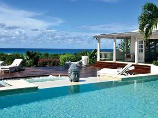 Panoramic sea views, large swimming pool and fully air-conditioned. C BER - Marigot vacation rentals