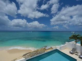 Oceanside villa on Cupecoy Beach in Shore Pointe. C FAR - Marigot vacation rentals