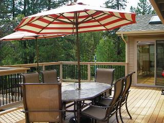 Inviting Sunriver Home with Hot Tub and Wifi Near River Access - Sunriver vacation rentals