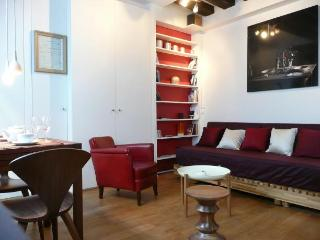 Charming studio in central Paris - 19th Arrondissement Buttes-Chaumont vacation rentals