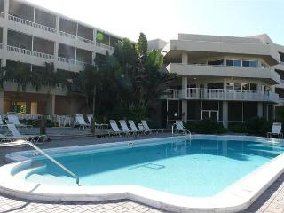 Condo with short walk to dazzling beaches and world-class shopping - Marco Island vacation rentals