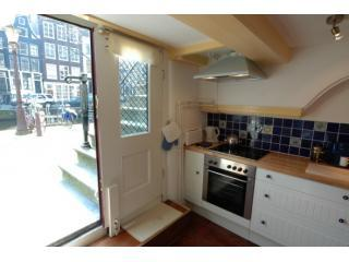 very completly equipped kitchen with doors to canal, copy - Selfcatering elegant apartment in center Amsterdam - Amsterdam - rentals