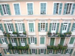 A Traditional and well kept building - Luxury two bedroom apartment in the centre of Nice - Nice - rentals