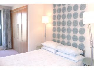 Bedroom - The Arc Apartment, sleeps 2, free wifi and parking - Edinburgh - rentals