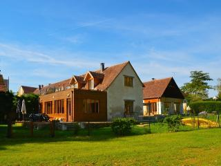 Pamoja Liptrap, beautiful renovated farm by a lake for 16 pers - Chemillé-sur-Indrois vacation rentals