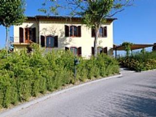 1 Bedroom Countryside Views at Appartamento Reginaldo E - Image 1 - San Gimignano - rentals