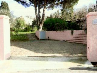 Beautiful garden appartment in heart of St Tropez - Cogolin vacation rentals
