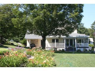 Carraig Mor and Garden - Carraig Mor Cottage, Baileys Harbor, Door County - Baileys Harbor - rentals