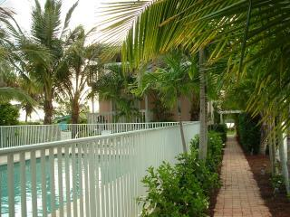 TB pool view toward 3A-3B & Lemon Bay - Manasota Key  **Beach**Pool**Dock*Fishing** - Englewood - rentals