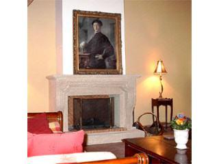 Old Stone House: Lovely 3 Bedroom Menerbes Hilltop House with Fireplace - Menerbes vacation rentals