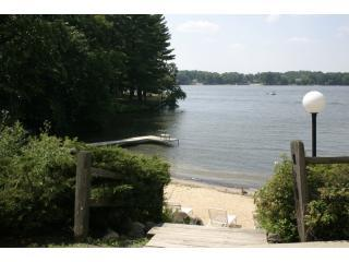 The view of Lake Delton from the patio - Romantic Getaway in the Exciting Wisconsin Dells - Wisconsin Dells - rentals