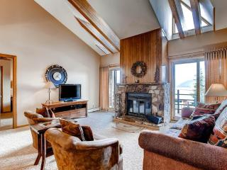 3 BR/2BA condo, mountain hideaway for 8,top floor unit with elevator access, great views - Silverthorne vacation rentals