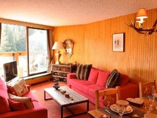 1850 Luxury ski-in ski-out apartment. Next to lift - Rhone-Alpes vacation rentals