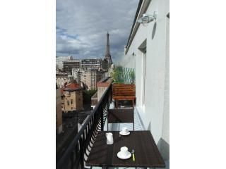 Balcony - Vacation Apartment in Paris with Air Conditioning Near the Eiffel Tower - Paris - rentals