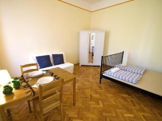 Budapesting's Astoria Garden View Apartm. 1Be/1Ba - Budapest vacation rentals