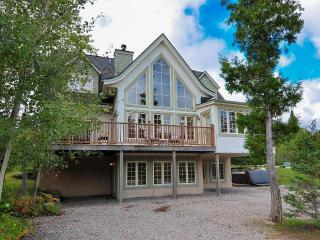 Chalet du Geant - ONLY 5-STAR on Tremblant resort! - Mont Tremblant vacation rentals