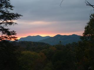 Mountain Magic      RATED 5***** STARS BY TripAdvi - Pigeon Forge vacation rentals