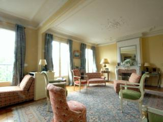 Champs-Elysées 2 bedroom 2 bathroom & Balcony (2292) - 7th Arrondissement Palais-Bourbon vacation rentals