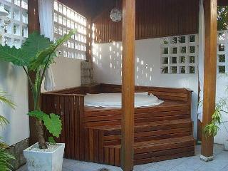 Praia Mole Beach House with Hot Tub, WiFi & AC - Florianopolis vacation rentals