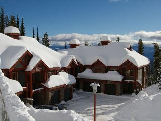 Snowbanks 4, Great for Entertaining and lots of Space for the Whole Family - Big White vacation rentals