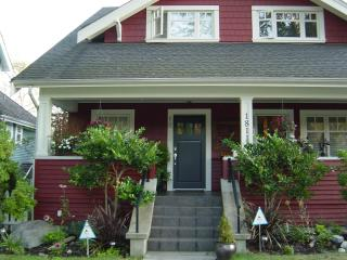 Stunning Kitsilano Townhse Near Beach. Sleeps 5. - Vancouver vacation rentals
