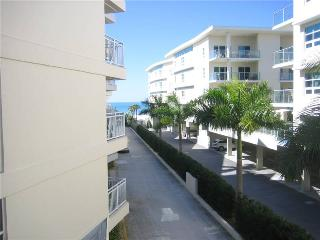 Charming Gulf side 2BR with 2 TVs, DVD/CD #302GS - Sarasota vacation rentals