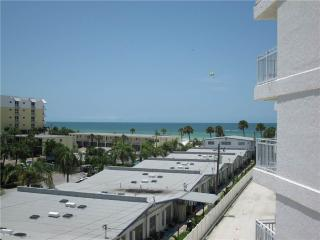 Delightful Gulf Side 2BR with TV/DVD, seats 6 #401GS - Sarasota vacation rentals