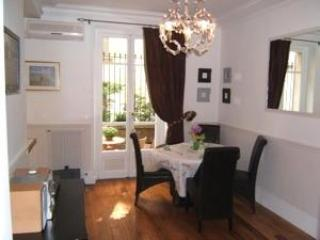 Steps from the Eiffel Tower 2BR/2BA -A/C-#199 - Domeyrot vacation rentals