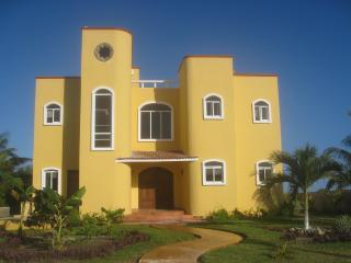 LUXURY OCEAN Front *Lazy Days of Summer $1250 ** - Puerto Morelos vacation rentals
