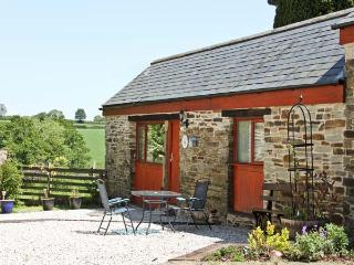 BARN COTTAGE, country holiday cottage, with a garden in Dobwalls, Ref 1735 - Cornwall vacation rentals