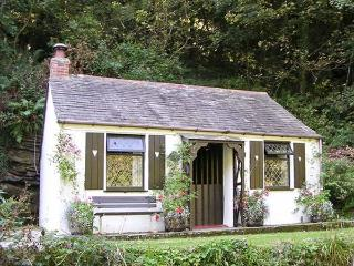 COACHMAN'S, romantic, character holiday cottage, with open fire in Tintagel, Ref 982 - Cornwall vacation rentals