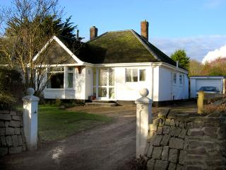 NO 5 CARLYON ROAD, pet friendly, with a garden in Playing Place, Ref 1939 - Penryn vacation rentals