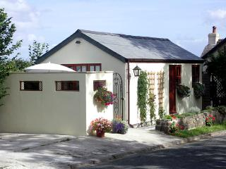 PALMERS LODGE, romantic, country holiday cottage, with a garden in Egloskerry, Ref 1903 - Pyworthy vacation rentals