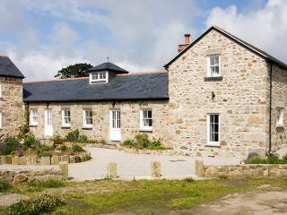 TREGOTHA BARN, pet friendly, character holiday cottage, with a garden in Reawla, Ref 1481 - Praa Sands vacation rentals