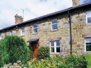 APPLE TREE COTTAGE, character holiday cottage, with a garden in Fenwick Near Holy Island, Ref 930 - Fenwick Near Holy Island vacation rentals