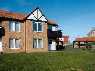 BAY VIEW, family friendly, with a garden in Beadnell, Ref 1041 - Beadnell vacation rentals