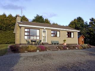 BAYVIEW COTTAGE, family friendly, country holiday cottage, with a garden in Kilgarvan, Ref 2455 - County Kerry vacation rentals