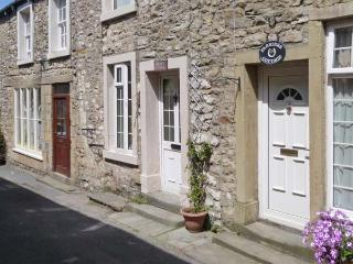 BRIDLE COTTAGE, pet friendly, character holiday cottage in Settle, Ref 2781 - Langcliffe vacation rentals